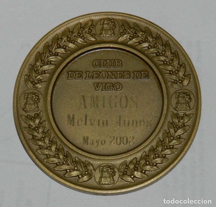 Medallas temáticas: MEDALLA DE LOS LIONS INTERNATIONAL, CLUB DE LEONES DE VIGO, MAYO 2002, DISTRITO 116, MIDE 6 CMS. - Foto 2 - 209792960