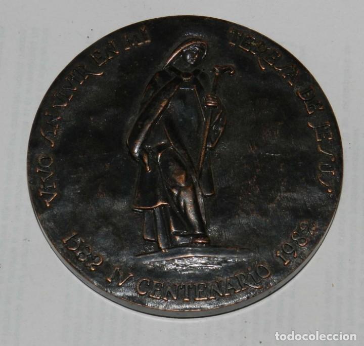 MEDALLA DE LA CAJA GENERAL DE AHORROS Y MONTE DE PIEDAD DE ÁVILA IV CENTENARIO 1582-1982 COBRE, MIDE (Numismática - Medallería - Temática)