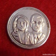 Medallas temáticas: MEDALLA DE LOS REYES DE ESPAÑA. PLATA. Lote 211423377