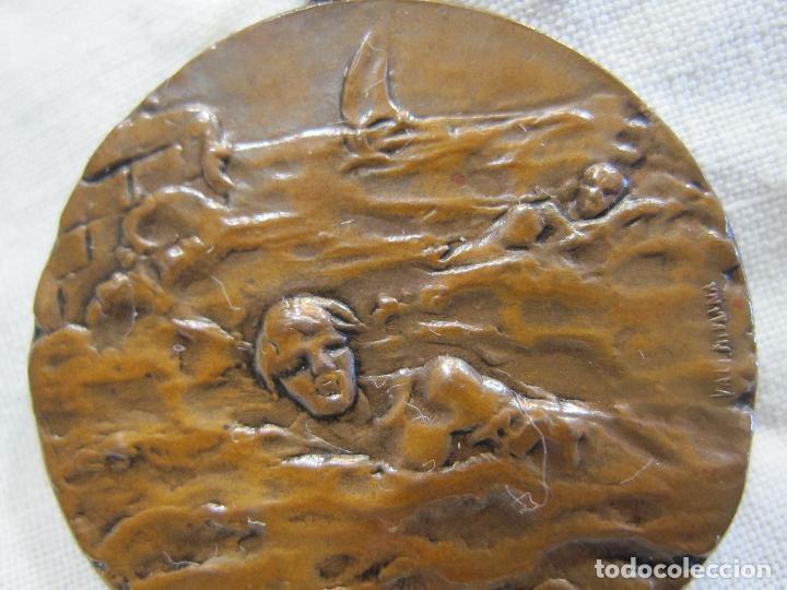 Medallas temáticas: MEDALLA NATACIÓN CALDETAS 8 SEPTIEMBRE 1916. FIRMADA VALLMITJANA. DIAM. 3,2 CM. Caldetes - Foto 4 - 213488900