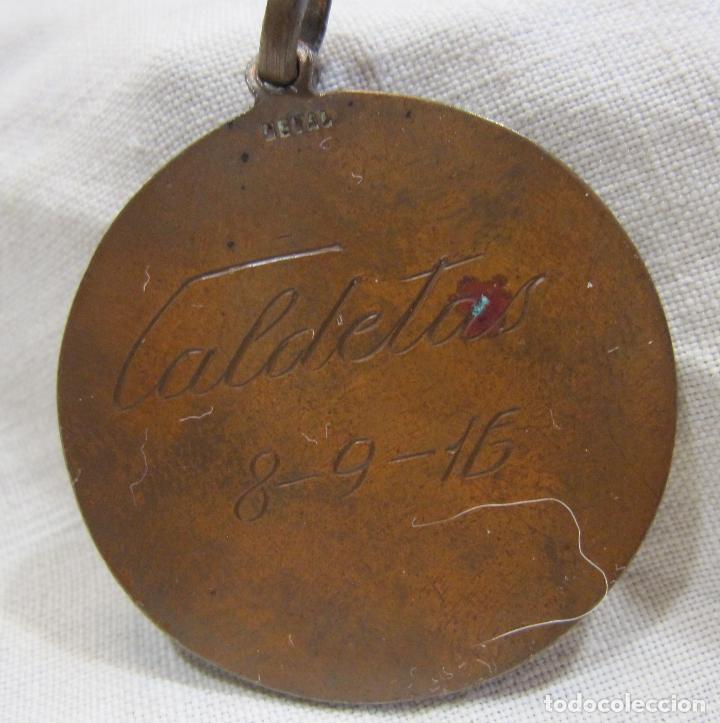 Medallas temáticas: MEDALLA NATACIÓN CALDETAS 8 SEPTIEMBRE 1916. FIRMADA VALLMITJANA. DIAM. 3,2 CM. Caldetes - Foto 5 - 213488900