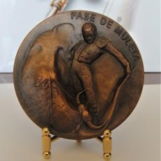 Medallas temáticas: MEDALLA DE COBRE FNMT - PASE DE MULETA - SERIE TAUROMAQUIA. Lote 214307371