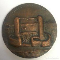 Medallas temáticas: MEDALLA (MEDALLÓN) BRONCE, CASA EN CÁDIZ - FNMT 1969 (LA PARED CON LUNA...). Lote 216723973