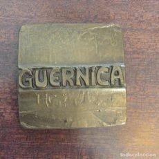 Medalhas temáticas: PLACA MEDALLA EN BRONCE, ALEGORÍA GUERNICA - FNMT - 1983. Lote 218899117
