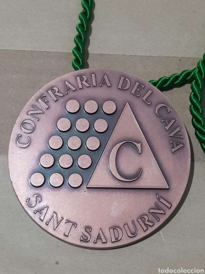 MEDALLA COFRADÍA DEL CAVA SANT SADURNI DANOIA 8 CENTÍMETROS DE DIÁMETRO PESA 250 GRAMOS (Numismática - Medallería - Temática)