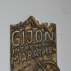 Medallas temáticas: MEDALLA GIJÓN INTERNACIONAL MARATHON - CHAPA METAL - PLACA - MARATÓN - 1999. Lote 220354811