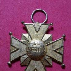 Medallas temáticas: ANTIGUA MEDALLA AL MERITO. Lote 221656075