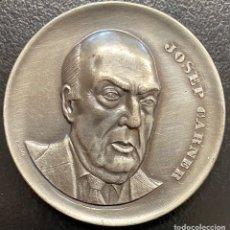 Medallas temáticas: CATALUNYA, MEDALLA DE METAL PLATEADO JOSEP CARNER. Lote 221892353