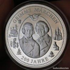 Medallas temáticas: 07B. MUY ESCASA. BAÑO PLATA 999. ALEMANIA. 200A HERMANOS GRIMM. 2012. 9,2G / 32MM. Lote 222787353