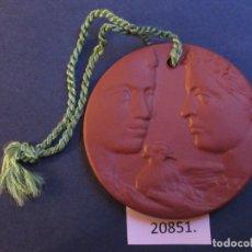 Medallas temáticas: MEDALLA DE CERAMICA DE MEISSEN ALEMANIA, CRUZ ROJA DDR RDA 35 AÑOS, 1952 1987 PORCELANA. Lote 224118667