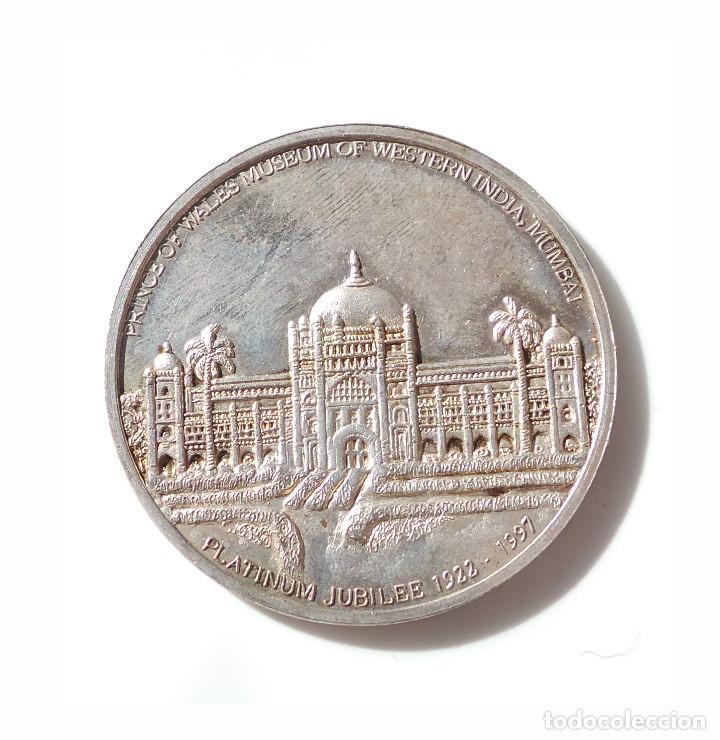 ANVERSO MONEDA INDIA ANTIGUA QUE MUESTRA A LA DIOSA LAKÁMÁ.REVERSO MUSEO PRÍNCIPE DE GALES DEL OESTE (Numismática - Medallería - Temática)