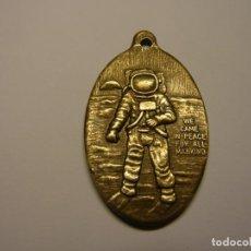 Medallas temáticas: MEDALLA DE LA MISIÓN ESPACIAL APOLO XI, WE CAME IN PEACE FOR ALL MANKING. Lote 226745815
