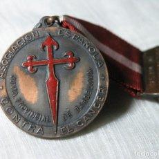 Medallas temáticas: MEDALLA ASOCIACIÓN ESPAÑOLA CONTRA EL CÁNCER - JUNTA PROVINCIAL BARCELONA - CINTA Y PASADOR- D 4 CM. Lote 228071660