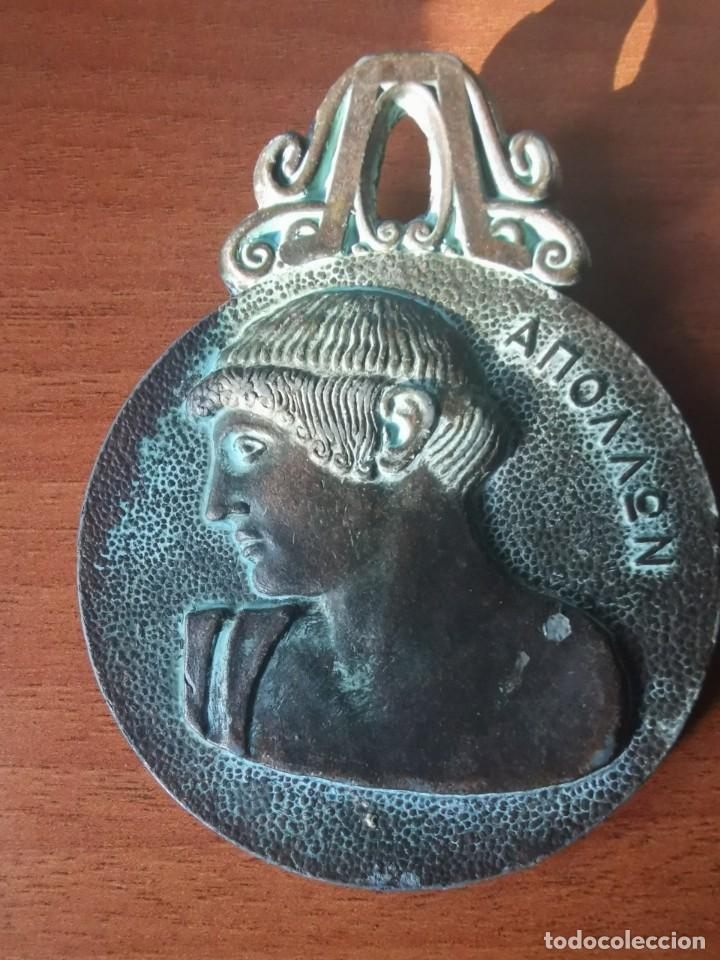 BONITO Y ANTIGUO COLGANTE MEDALLÓN O GRAN MEDALLA BRONCE RÉPLICA ROMANA 67 GRS. 6,5 CMS DIAMETRO. (Numismática - Medallería - Temática)