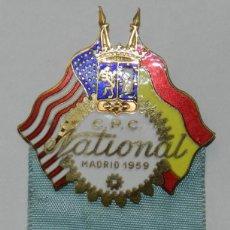 Medallas temáticas: INSIGNIA ESPAÑA USA, CPC NATIONAL MADRID 1959, CENTURY POINT CLUB, CON CINTA EN LA QUE PONE, F. GOME. Lote 229024968
