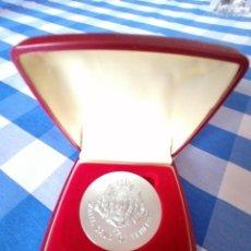 Medallas temáticas: BONITA MEDALLA ESCUDO DE SANTA CRUZ DE TENERIFE EN CAJA ESTUCHE. PLATA? ALPACA?.. Lote 230207040
