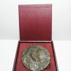 Medalhas temáticas: MEDALLA BRONCE DE BENLLIURE. DEDICADA A FRANCISCO RGUEZ MARIN DIRECTOR DE LA RAE. FIRMADA EN ESTUCHE. Lote 234824790