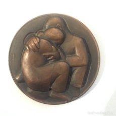 Medalhas temáticas: GRAN MEDALLA (MEDALLÓN) BRONCE FNMT - ET ERAT DUO IN CARNE UNA - FIRMADO: FERRÁN. Lote 235338680