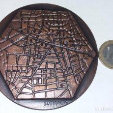 Medallas temáticas: MEDALLA SUBIRACHS 1973 - BARCELONA ALEGORÍA DE LA CIUDAD - COBRE, 8 CM. NUEVA. Lote 235888980