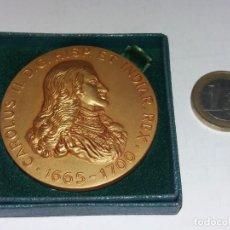 Medallas temáticas: MEDALLA CONMEMORATIVA CAROLUS II, 1665-1700, CALICO EDITORES BARCELONA 1965 BRONCE. Lote 235892810