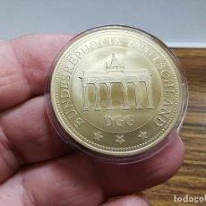 Medallas temáticas: CONMEMORATIVA - UNIDAD ALEMANA 1990-2015 - BAÑO DE ORO DE 24 QUILATES. Lote 240024635