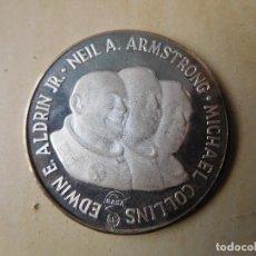 Medallas temáticas: MEDALLA DE PLATA APOLO II 1969. Lote 240412120