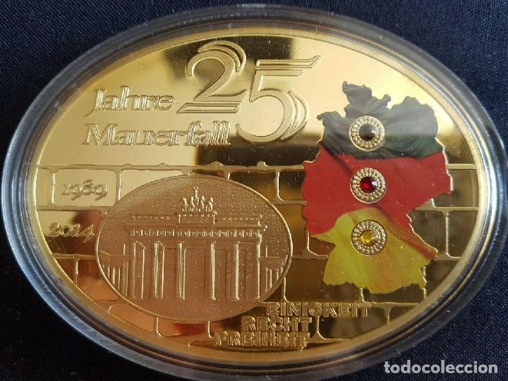Medallas temáticas: MONEDA MEDALLON XXL FORMA OVAL 85 MM 25 ANIVERSARIO DE LA CAIDA DEL MURO DE BERLIN ALEMANIA - Foto 2 - 242351215
