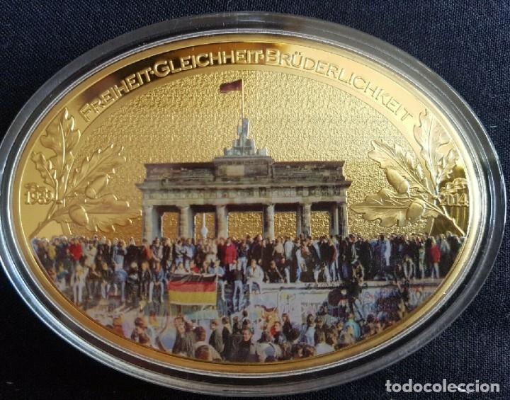 MONEDA MEDALLON XXL FORMA OVAL 85 MM 25 ANIVERSARIO DE LA CAIDA DEL MURO DE BERLIN ALEMANIA (Numismática - Medallería - Temática)
