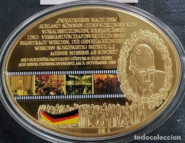 MONEDA MEDALLON XXL FORMA OVAL G SCHABOWSKI 25 ANIVERSARIO DE LA CAIDA DEL MURO DE BERLIN ALEMANIA (Numismática - Medallería - Temática)
