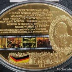 Medallas temáticas: MONEDA MEDALLON XXL FORMA OVAL G SCHABOWSKI 25 ANIVERSARIO DE LA CAIDA DEL MURO DE BERLIN ALEMANIA. Lote 242352270