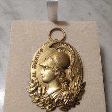 Medalhas temáticas: S.F. MEDALLA AL MÉRITO METAL DORADO TROQUELADO - CABEZA DE MINERVA - FIRMADA VIDAL. Lote 242830760