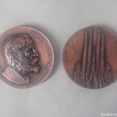 Medallas temáticas: 2 MEDALLAS ANTONI GAUDI EXPOSICIO HOMENATGE ANTONI GAUDI BARCELONA 1975 CERCLE FILATELIC. Lote 245629580