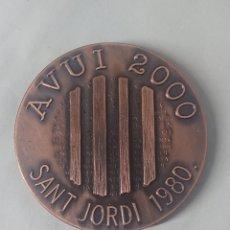 Medalhas temáticas: MEDALLA AVUI 2000 SANT JORDI 1980 6 CM. Lote 245647610