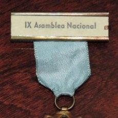 Medallas temáticas: MEDALLA RELIGIOSA CON ESMALTES. PEREGRINACIONES MARIANAS. IX ASAMBLEA NACIONAL. MUY BUEN ESTADO.. Lote 246830995