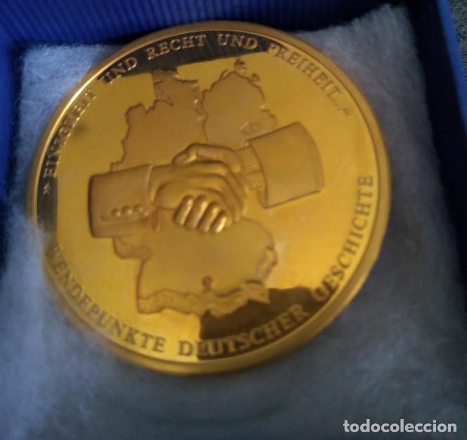 Medallas temáticas: GRAN MONEDA DE ALEMANIA CON ORO Y CON TROZO DEL MURO DE BERLIN 100% ORIGINAL DE EDICION LIMITADA - Foto 3 - 248953940