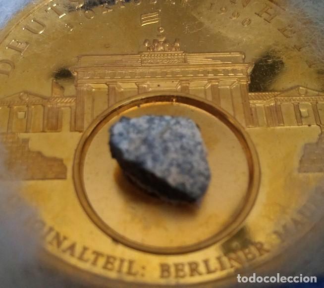 GRAN MONEDA DE ALEMANIA CON ORO Y CON TROZO DEL MURO DE BERLIN 100% ORIGINAL DE EDICION LIMITADA (Numismática - Medallería - Temática)