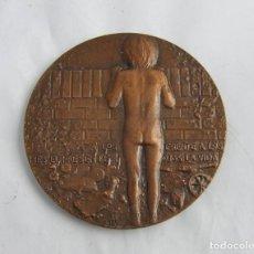 Medallas temáticas: MEDALLLA DE GRANDES DIMENSIONES DEDICADA AL NIÑO Y SU FUTURO Y SU VISION DE LA VIDA. MIDE 8,5 CMS.. Lote 251801175