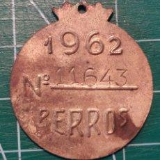 Medallas temáticas: CHAPA PERROS MADRID 1962. VACUNACIÓN ANTIRRÁBICA. RABIA. ARBITRIO. Lote 253785810