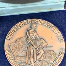 Medallas temáticas: MEDALLA DIQUE ATRAQUES PUNTA LUCERO 1972 1975 MINISTERIO OBRAS PUBLICAS JUNTA PUERTO RIA BILBAO. Lote 257812625