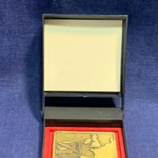 Medallas temáticas: MEDALLA WORLD FISHNG EXHIBITION VIGO 97 SPAIN PUERTO CORUÑA AUTORIDAD PORTUARIA CORUÑA 6,8X6,8CMS. Lote 257813390