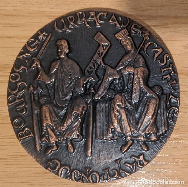 Medallas temáticas: medalla RAIMUNDO DE BORGOÑA CON URRACA DE CASTILLA Y LA RECONSTRUCCIÓN DE LA MURALLA DE AVILA - Foto 2 - 261102655