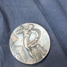 Medallas temáticas: MEDALLA METAL BLANCO 2000 FERIA BELLCAIRE BARCELONA 5X70MM. Lote 263189150