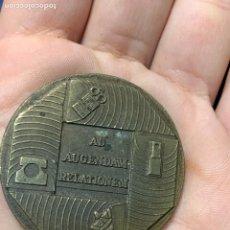 Medallas temáticas: MEDALLA BRONCE AUGENDAM RELATIONEM COMPAÑIA TELEFONICA NACIONAL DE ESPAÑA 1974 4CMS. Lote 263194485