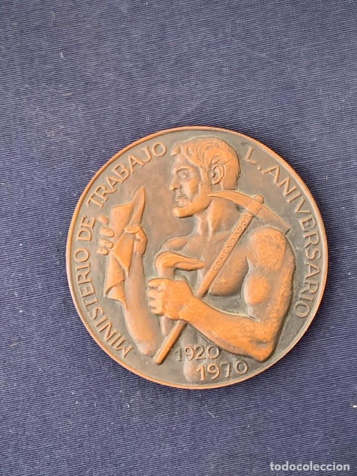 MEDALLA BRONCE MINISTERIO DE TRABAJO L 50 ANIVERSARIO 1920 1970 5CM (Numismática - Medallería - Temática)