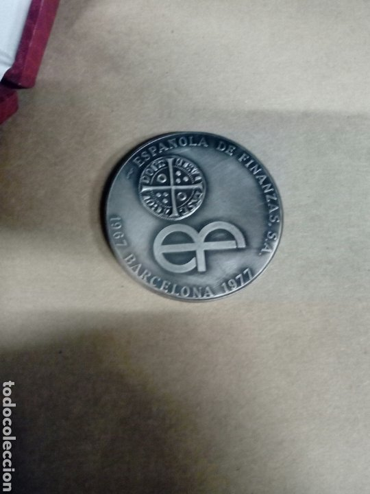 MEDALLA CON SU CAJA ORIGINAL ESPAÑOLA DE FINANZAS SA 1967 BARCELONA 1977 (Numismática - Medallería - Temática)