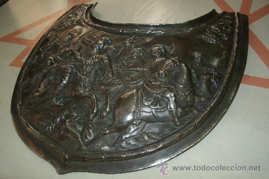 GOLA CINCELADA DE ACERO FORJADO Y REPUJADO CON MARCAJE DE 1779 - MAGNIFICOS DIBUJOS - 700 GRAMOS - (Militar - Complementos Para Armas Blancas)