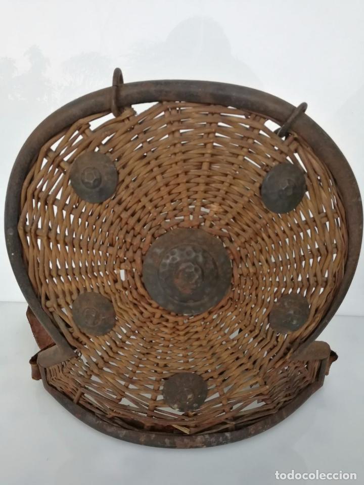 Militaria: Antiguo escudo o armadura - hecho a mano mimbre y forja - Foto 2 - 79862333
