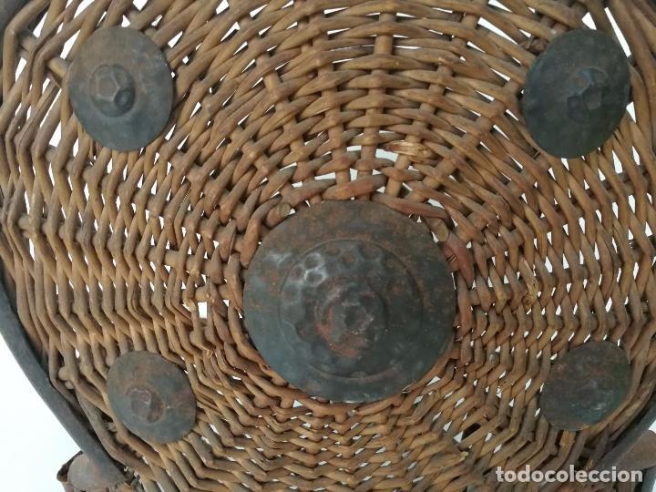 Militaria: Antiguo escudo o armadura - hecho a mano mimbre y forja - Foto 5 - 79862333