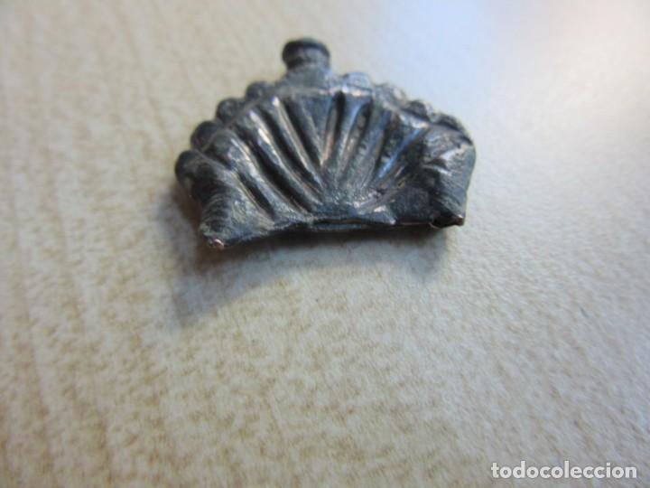 Militaria: Contera de funda en bronce en forma de concha probablemente medieval - Foto 4 - 133571390