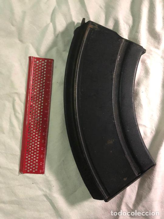 Militaria: Antiguo cargador a identificar - Foto 4 - 226906125